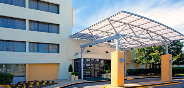 Exterior of Holiday Inn College Park